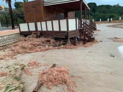 El temporal de llevant causa desperfectes  a les platges de la ciutat