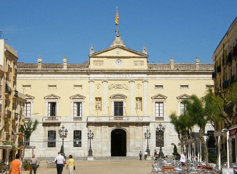 L'Ajuntament de Tarragona posa en marxa un telèfon per canalitzar les trucades de persones que temen per la seguretat dels edificis que han patit les conseqüències de l'explosió de l'empresa Iqoxe