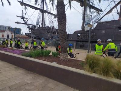 La Guàrdia Urbana de Tarragona puja a la bicicleta per ensenyar seguretat vial als infants de la ciutat