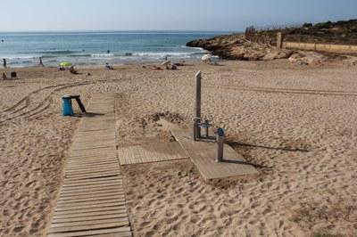L'Ajuntament de Tarragona ha adaptat dues dutxes de la platja de la Savinosa i una de La Móra per a persones amb mobilitat reduïda