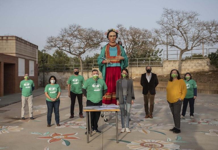 L'Ajuntament i l'Associació de Voluntaris del Camp de Tarragona Llegat 2018 signen un conveni de col·laboració i de cessió d'ús de la geganta Frida