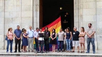 Manifest i fotografia del Dia Internacional de l'orgull LGTBI
