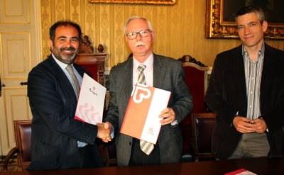 L'Ajuntament i Càritas signen un conveni per a potenciar l'ocupació