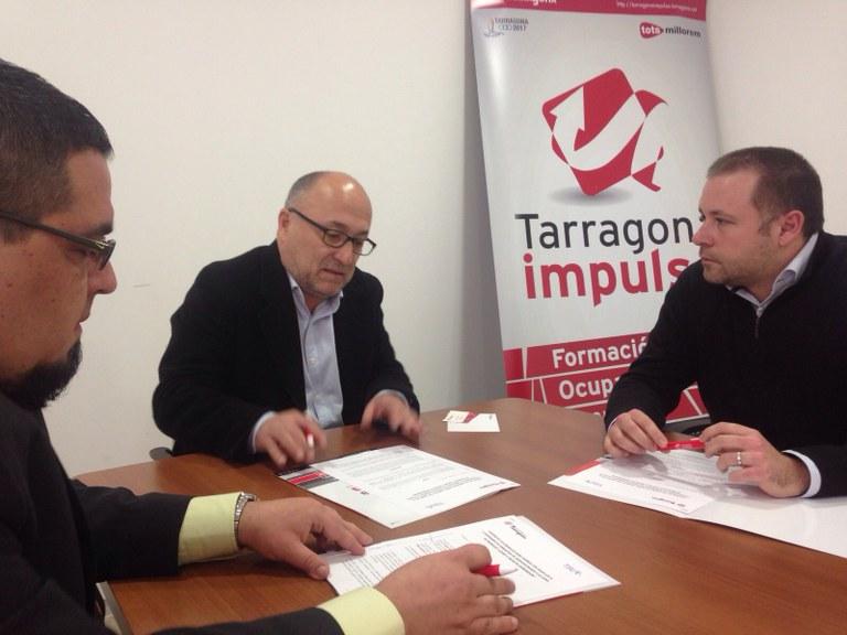 L'Ajuntament signa un conveni per promoure la inversió privada