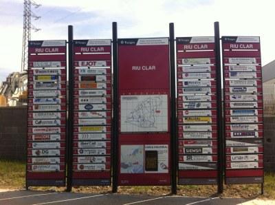 La instal·lació de 17 plafons informatius millora la promoció de les empreses dels polígons